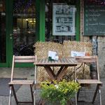 Das Blumencafé präsentierte eine Bildserie am ehemaligen Standort des Postamtes, Schönhauser 127a