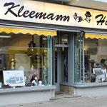 Kleemanns Hutladen ist der am längsten in der Schönhauser ansässige Laden, die Inneneinrichtung stammt aus den 1930er Jahren