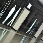 Halle Münsterland | Lack- und Folien-Dekor auf einer Glaswand mit LED Beleuchtung