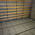 床にも遮音シート張り+壁に空気層を確保する為、貫を取付