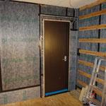 防音ドアの取付(建具47kg:約30~35dBの遮音性能)