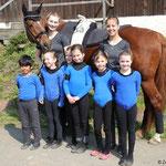 Basisgruppe Bad Ems 7 mit Longenführerin Ariane Dittmer, Helferin Fabienne May und Pferd Aquadiente