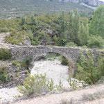 trockene Flüsse mit Brücken