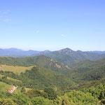 wunderschöne grüne Hügel- und Berglandschaft