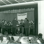 Musikverein an Raiffeisenversammlung. Dirigent W. Schröpel. Archiv V. Hürlimann.