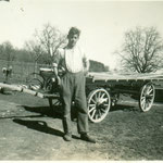 Ewald Nüesch, ca. 1933 im Lehrbetrieb. Brückenwagen = typ. Wagnerarbeit