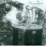 Vater Albert und Sohn Albert Grünenfelder beim Wagenbeschlag. Archiv E. Grünenfelder