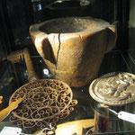 mortier breton du XVIIe et enseigne de clé fer forgé