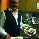 unser Senior Herbert mit Rinderrohschinken, Quittenkonfekt, Käsepralinen mit Bauernbrot