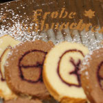Biskuitrouladen mit Brombeermarmelade