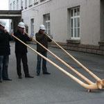 Alphorn mit Helm bei Georg+Fischer