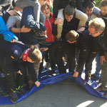 Fliegender Teppich Teamübung Teamtraining www.kanu-neckar.de bei SOG