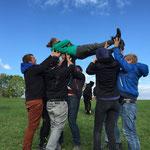 Vertrauensübung Teamtraining bei SOG www.sports-outdoorguide.de