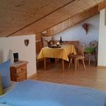 Wertach-Ferienwohnungen.de  Blick in den Wohnraum Ferienwohnung Schwalbennest