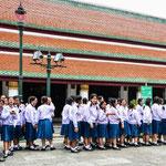 Schulklasse auf Ausflug im Wat Phra Kheo