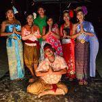 Thai-Folklore Gruppe im Hotel Impiana Beach