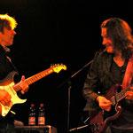 ...seltenes Bild: Eric Johnson und Robben Ford gemeinsam auf der Bühne! (Foto ©Nilles)