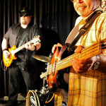 Unterstützung durch Bassist Pablo Juarez...