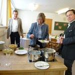 Bürgermeister Thomas Ließ und Vizebürgermeisterin Daniele Rosenegger eröffnen das Buffet
