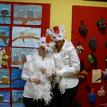 Wir LehrerInnen verkleideten und als Hühner....