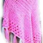 私が小学生の頃に編んだポンチョです。  母、父方の祖母、母方の祖母の三人に  ポンチョを編んでプレゼントした思い出☆  母には薄紫色の毛糸で、二人の祖母に茶色・緑色の毛糸で編みました♪