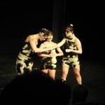 """Tanz : """"Himmelgrau"""" mit Laura Schäfer (l.), Melina Schöfer (m.), Yaroslava Gorobey (r.)"""