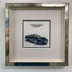 Aston Martin DB8 im Silberrahmen