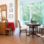 Ihr Zimmer können Sie gern mit persönlichen Möbeln, Fotos etc einrichten.