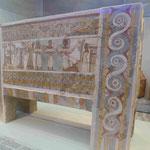 Steinsarg aus Knossos im Archäologischen Museum von Heraklion, Kreta, Griechenland