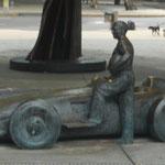 Denkmal für Juan Manuel Fangio und seinen (Mercedes) Silberpfeil in Buenos Aires