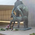 Figuren im Block Z in der Gedenkstätte KZ Sachsenhausen