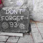 Erinnerungsdenkmal an den Bürgerkrieg und die Zerstörung der Brücke von Mostar 1993 in Bosnien Herzogovina
