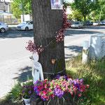 Denkmal für eine durch Autounfall verunglückte Schülerin in Berlin-Lichtenrade
