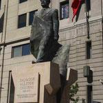 Denkmal von Salvador Allende Cossens vor der Casa Moneda in Santiago de Chile
