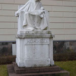 Denkmal für Theodor Mommsen, vor der Humboldt Universität, Berlin
