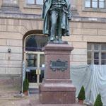 Denkmal für den Geologen und Mineralogen Mitscherlich an der Humboldt Universität, Berlin