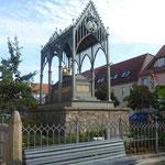 Denkmal für Königin Luise von Preußen von Schinkel , die hier in Gransee nach ihrem frühen Tode aufgebahrt wurde.