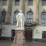 Denkmal für Helmholtz vor der Humboldt Universität, Berlin