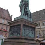 Gutenbergdenkmal in Straßburg, wo er arbeitete