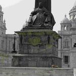 Denkmal der indischen Kaiserin und britischen Königin Victoria vor dem Victoria Memorial, Kolkata, Indien
