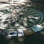 """Imagine"", Denkmal für John Lennon in den Strawberry Fields des Central Parks, NYC, gegenüber dem Dakota Buildung, vor dem er ermordet wurde"