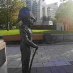 Britischer Admiral vor Weltkriegsdenkmal in Ottawa