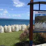 Denkmal für über 200 Sklaven, die vor Martinique auf ihrem Schiff angekettet im Meer versanken. 110 Grad war der Kurs der Sklavenschiffe nach Zentralafrika