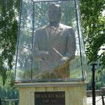 """Denkmal für Bram Stoker, dem Autor von """"Dracula"""" in Rumänien"""