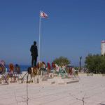Landungsstelle der türkischen Truppen in Nordzypern mit Atatürk Statue