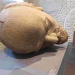 Kopf des abgerissenen und vergrabenen Lenindenkmals in der Denkmalsausstellung in der Spandauer Zitadelle