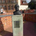 Denkmal für Friedrich Ludwig Gottlob Frege, Mathematiker, Logiker und Philosoph,im Inneren der zerstörten Marienkirche in Wismar