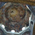 Aufnahme Marias in den Himmel von Antonio da Correggio im Dom zu Parma, Italien