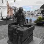 Erinnung an die Fischersfrauen in Alesund,
