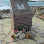 Denkmal für einen zypriotischen 34 jährigen Lebensretter, der dabei ums Leben kam in Agia Napa, Südzypern